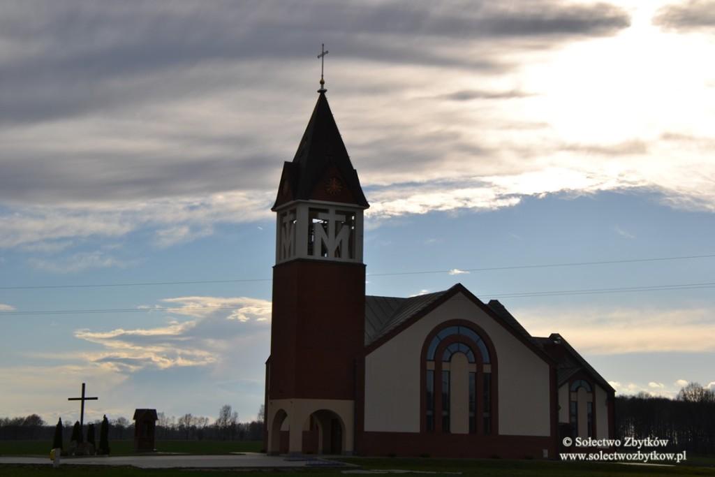 Uroczyste poświęcenie kościoła Matki Bożej Szkaplerznej w Zbytkowie