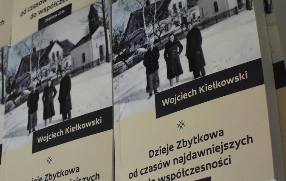 """Ostatnie egzemplarze książki """"Dzieje Zbytkowa…"""""""